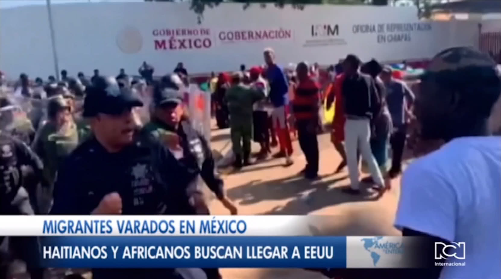 Choques entre migrantes y policías en la frontera sur de México