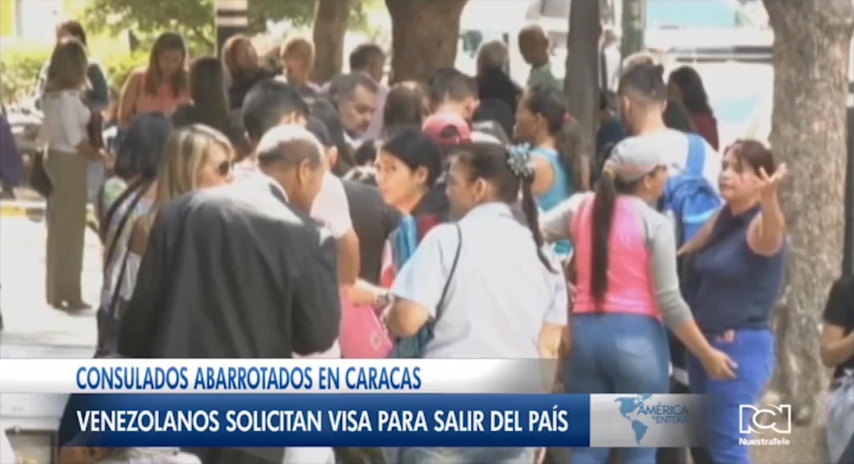 Venezolanos hacen campamentos para buscar visas