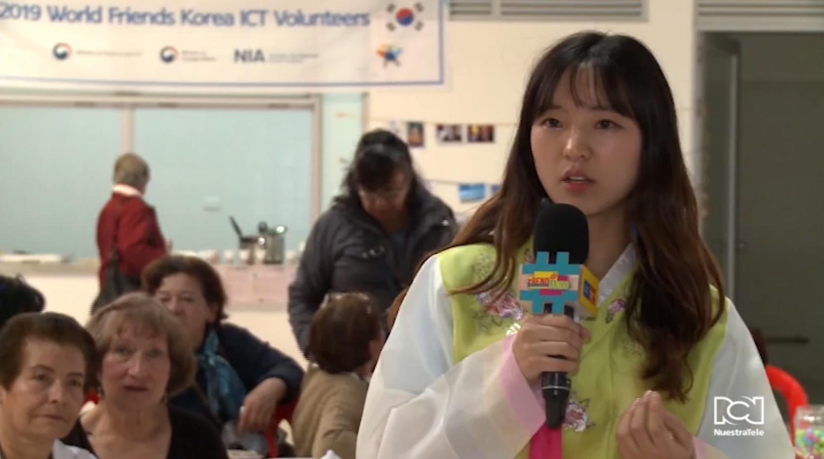 Voluntarios surcoreanos acercan su cultura a los bogotanos