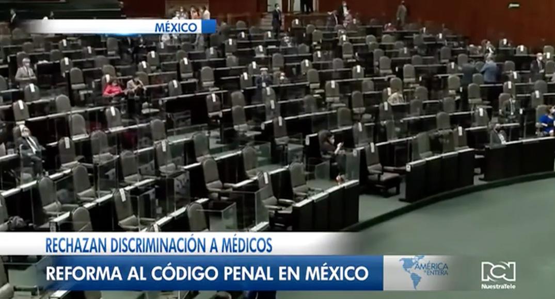 Rechazan discriminación a médicos en México, cárcel para quien agreda al personal de la salud