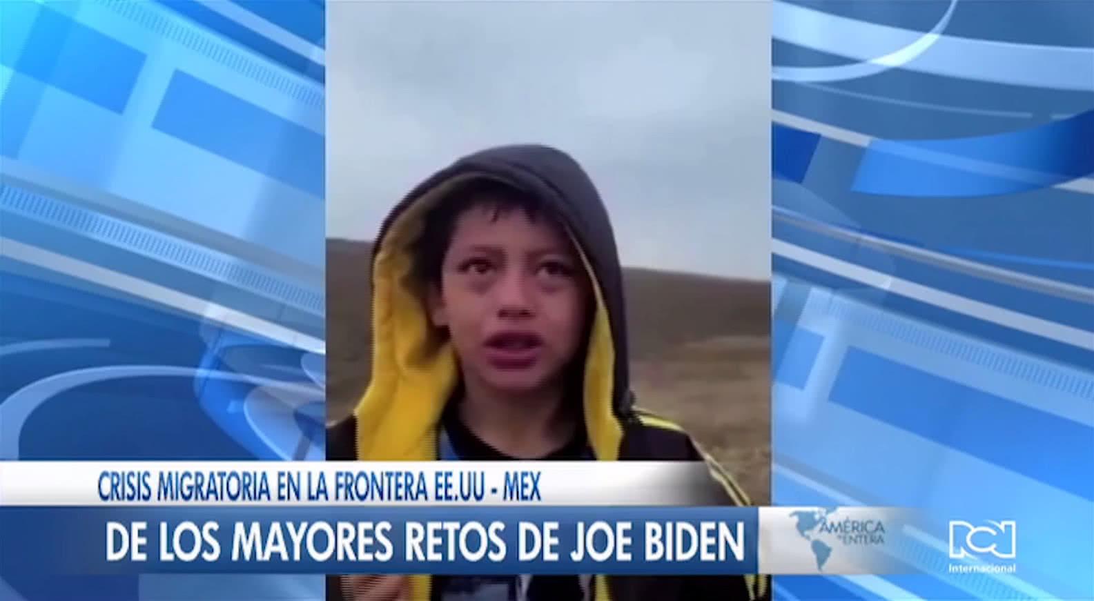 Niño migrante pide auxilio desconsolado tras ser abandonado en la frontera sur de Estados Unidos