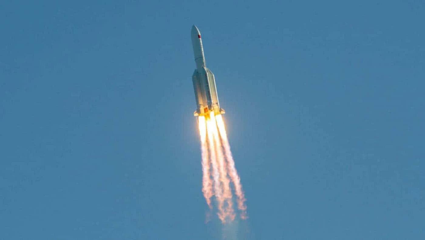 Pentágono rastrea cohete chino fuera de control que impactará a la Tierra