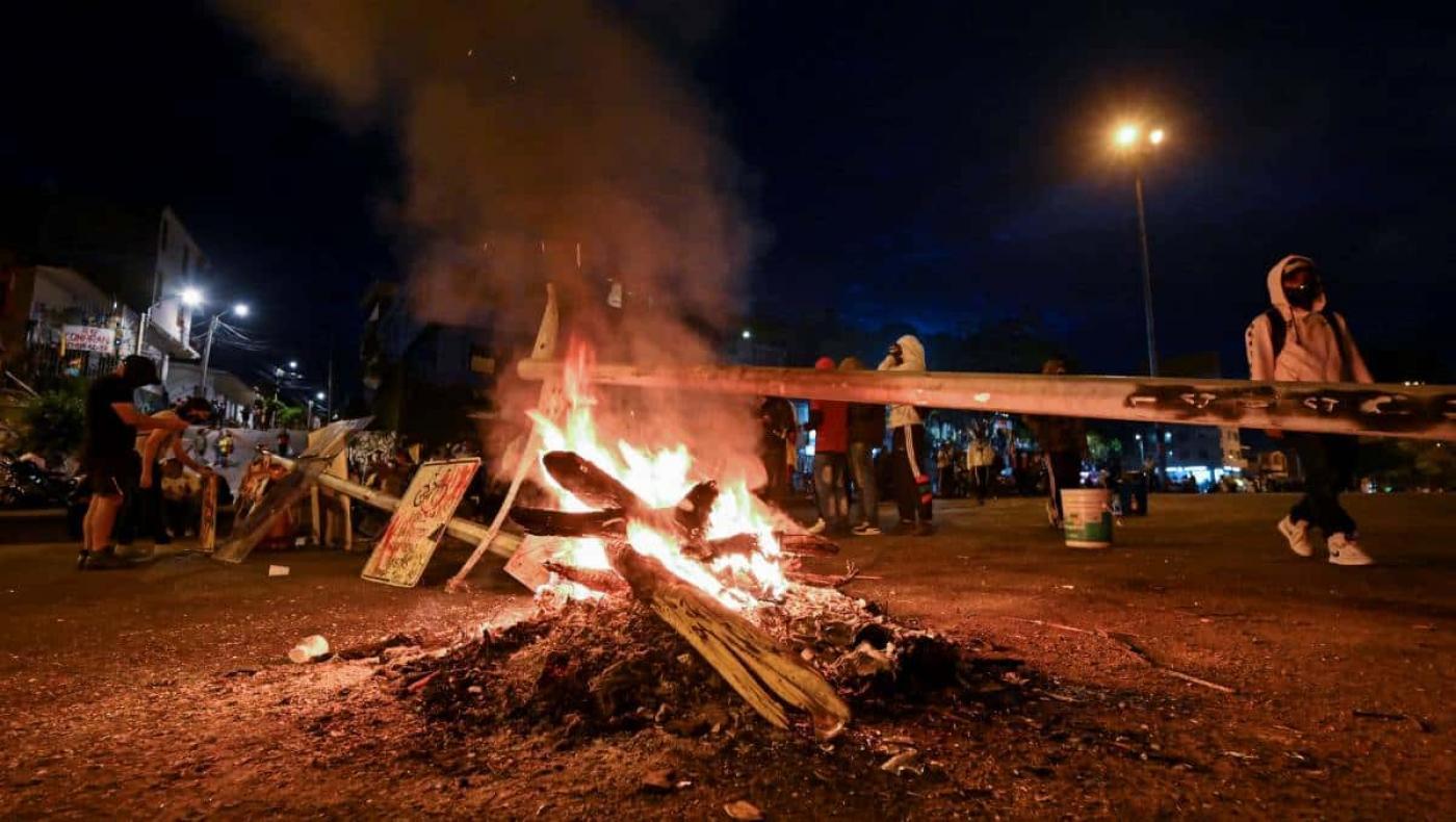 Al menos 17 muertos y 800 heridos dejan cinco días de protestas en Colombia