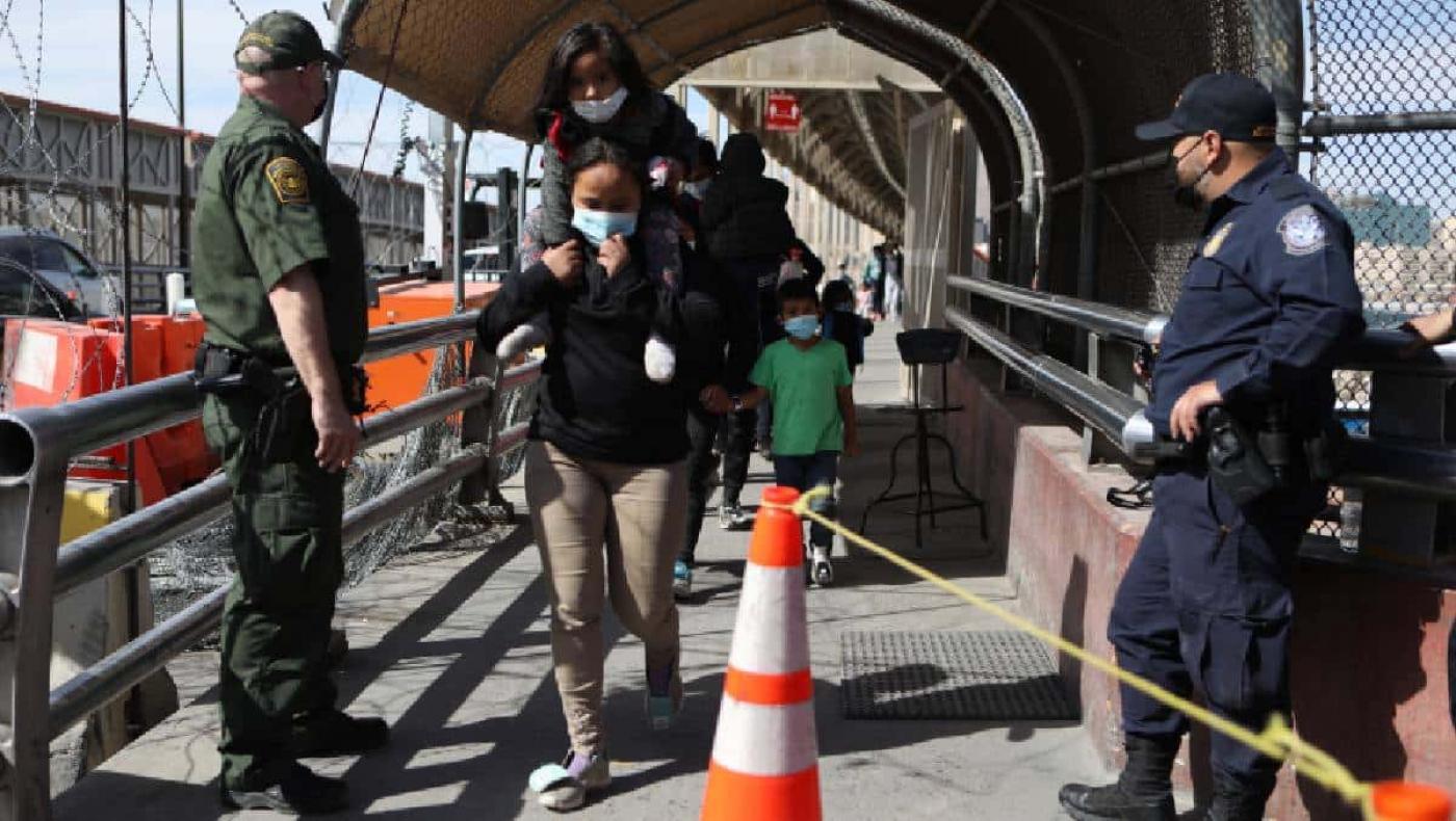 Estados Unidos reunirá familias migrantes separadas durante el gobierno de Trump