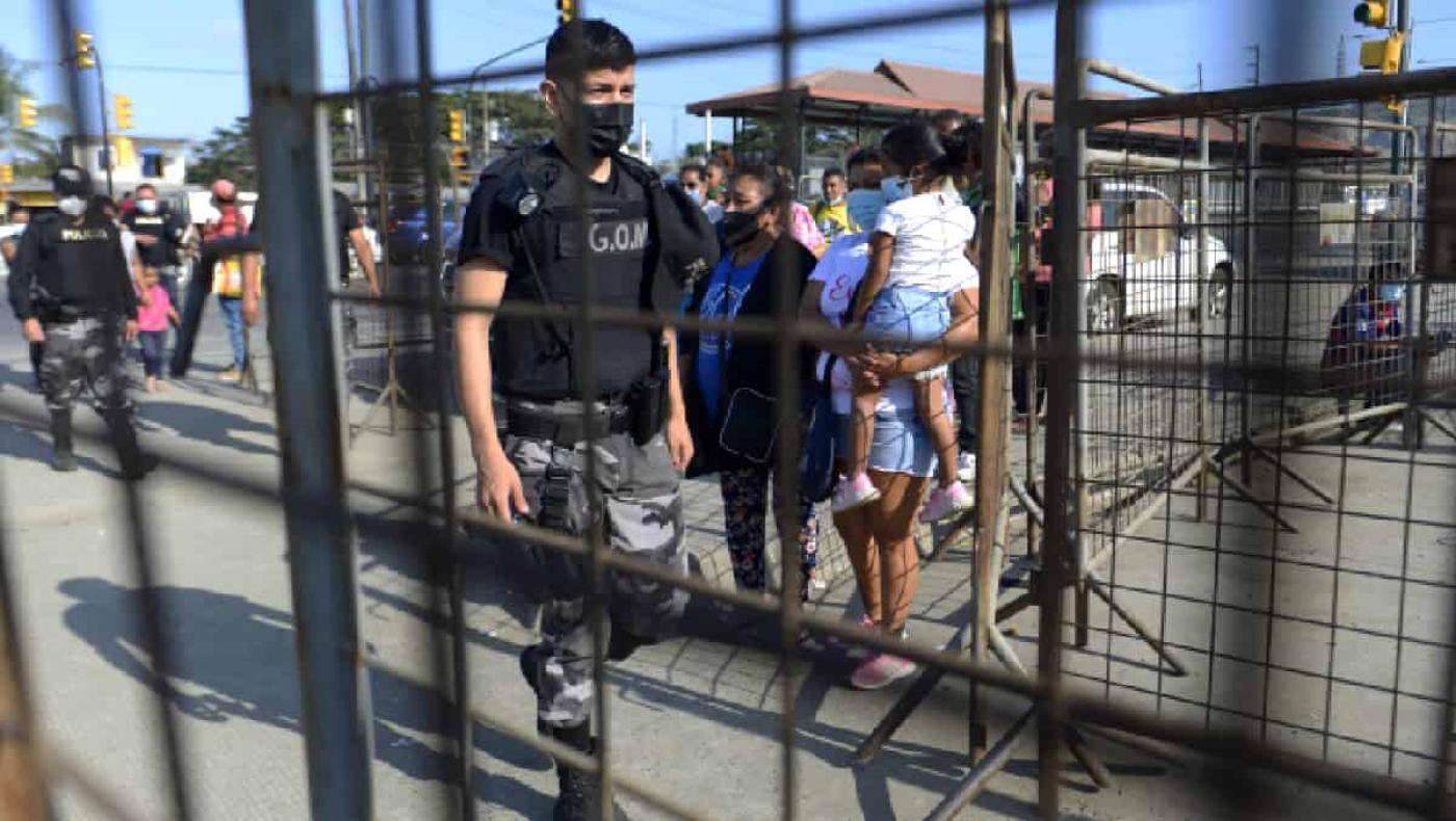 Ecuador prende las alarmas tras motines carcelarios que dejan más de 20 muertos