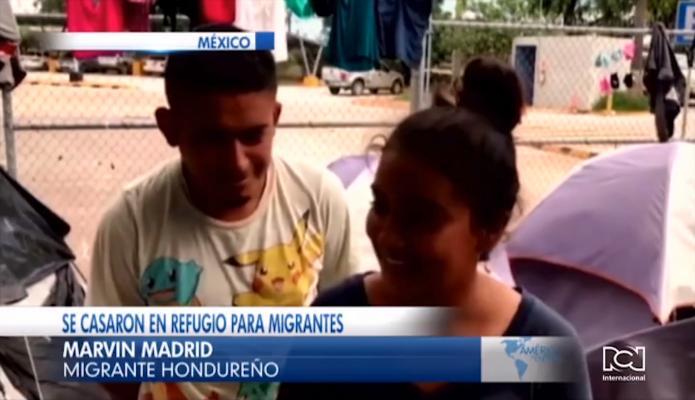 Pareja de hondureños se casa en un refugio para migrantes en México
