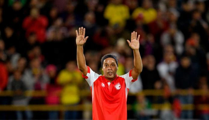 Ronaldinho en El Campín con la camiseta de Independiente Santa Fe