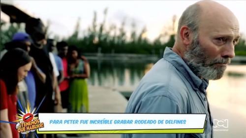 Peter Woodward da vida a Jonah en la película Dolphin Island