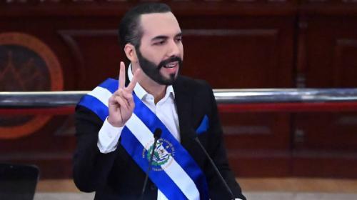 Bukele ironiza y se autodenomina dictador de El Salvador en Twitter