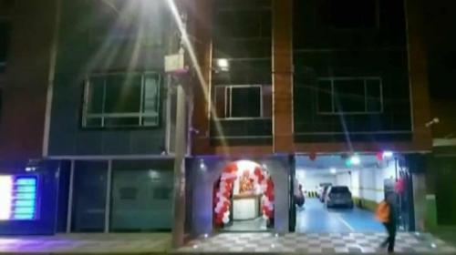 Capturan a hombre que arrojó a una camarera por la ventana de un motel