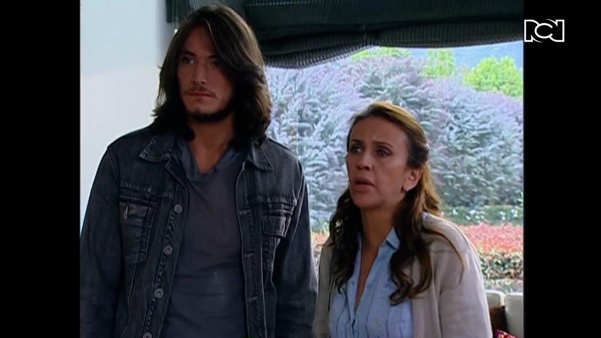 A mano limpia | Capítulo 101 | Manuel llega a la casa de Lina buscando a Vicente