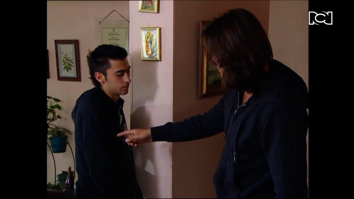 A mano limpia | Capítulo 105 | Manuel sospecha que Vicente es el dueño de los celulares