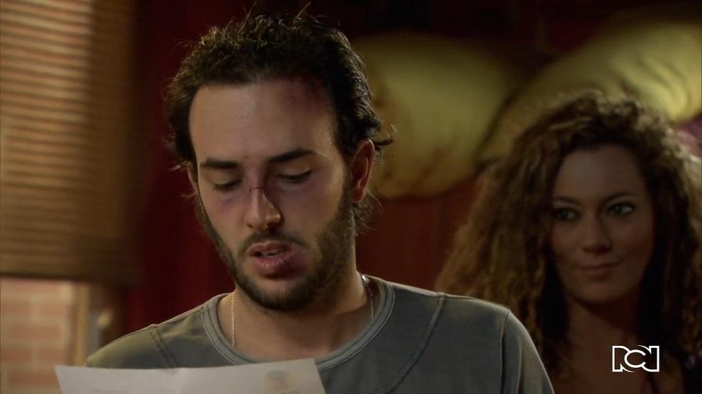 Allá te espero | Capítulo 47 | Álex consigue la carta para Rosa María