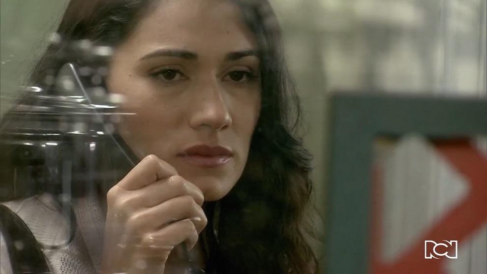 Allá te espero | Capítulo 66 | Cecilia le dice a Rosa que Berenice quiere quedarse con Álex