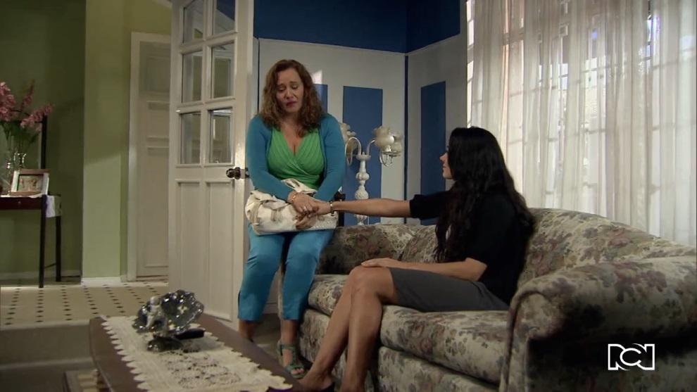 Allá te espero | Capítulo 69 | Rosa María se entera que su madre sale con Phillipe