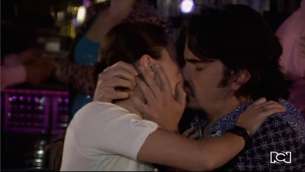 Allá te espero | Capítulo 8 | Guido besa a Cecilia