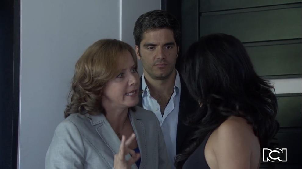 Amor en Custodia | Capítulo 64 | Paz le dice a Carolina que se aleje de Bárbara