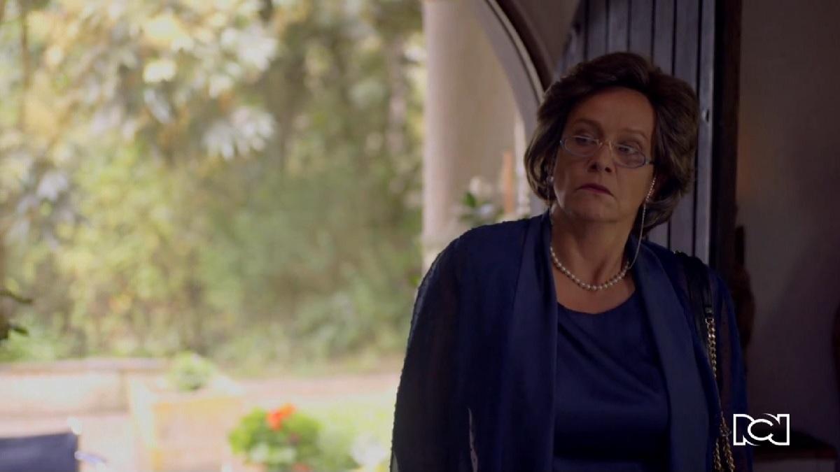 Azúcar   Capítulo 47   Raquel aparece en la boda de Santiago