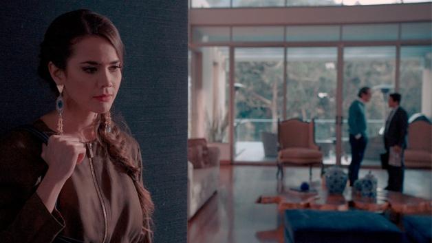 Lucía se entera que su padre va a atacar a Julia