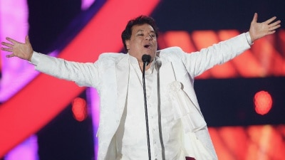Juan Gabriel estaría vivo y dará un concierto en diciembre