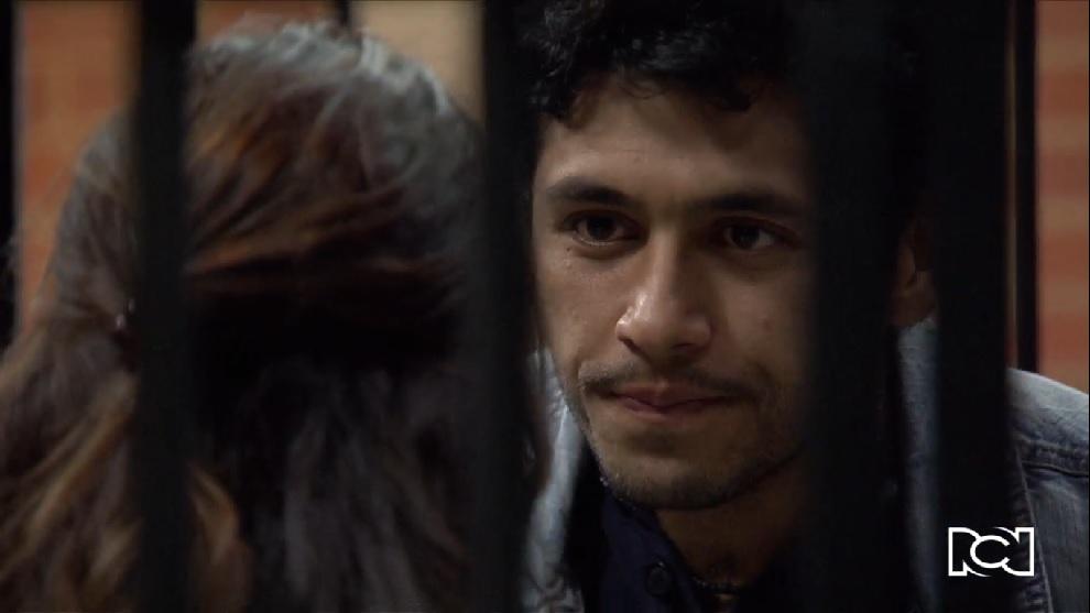 Lucho le dice a Helena que sabe que el otro hombre es Rafael