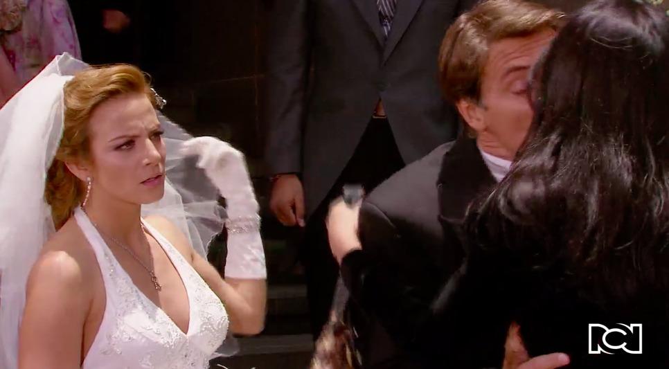 Cuando Me Enamoro | Capítulo 34 | Lorea llega a la iglesia y besa a Jerónimo frente a Renata