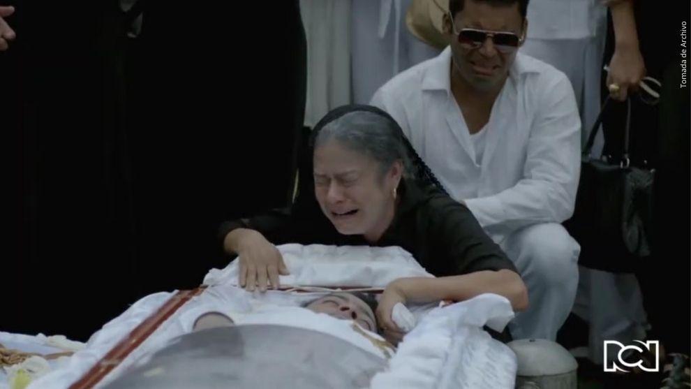 Orlando Liñán y Adriana Ricardo como Mamá Vila.