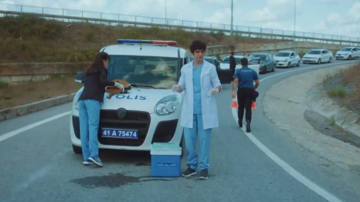 Ali y Nazli tienen inconvenientes para transportar un órgano