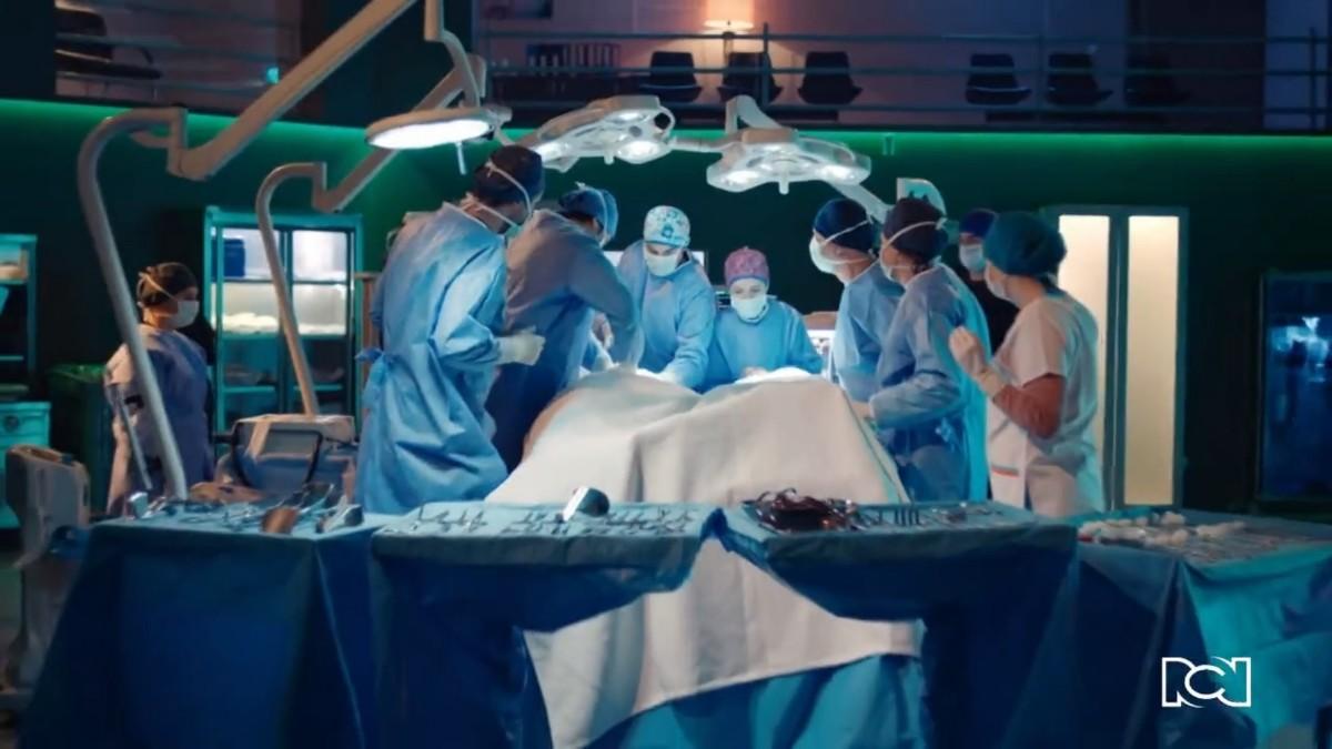 El equipo médico se enfrenta una vez más al desafiante caso de las gemelas