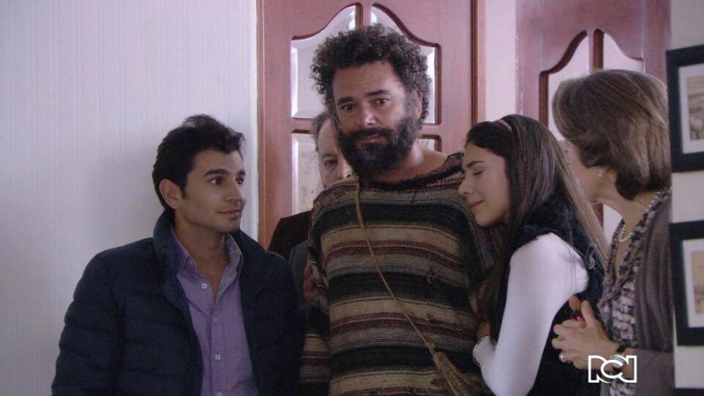 Gabriel regresa a su casa junto a sus hijos