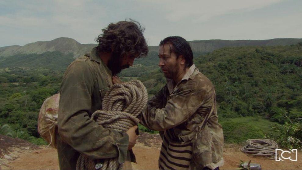 Narco y Elí escapan del caserío