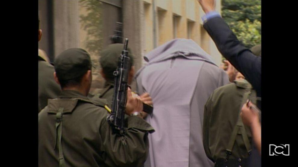 El Inútil | Capítulo 110 | La policía captura a una de las monjas