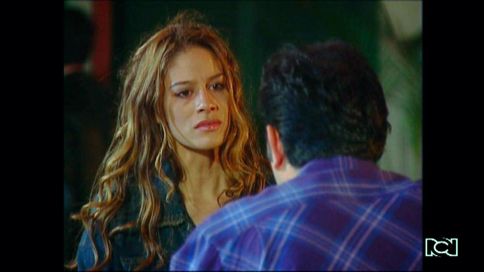 El Inútil | Capítulo 05 | Juanita le dice a Miranda que Martín la está utilizando