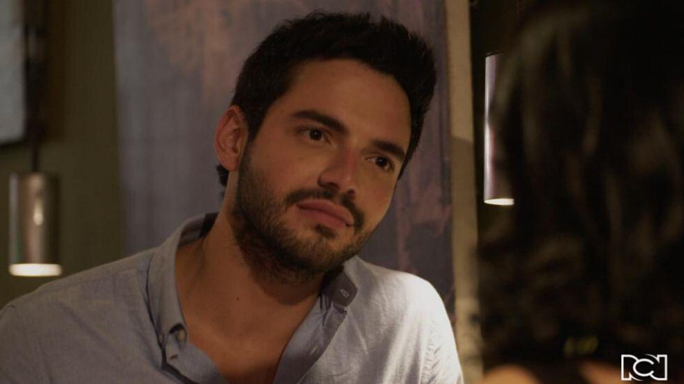 Carlos confiesa que le gusta María Clara
