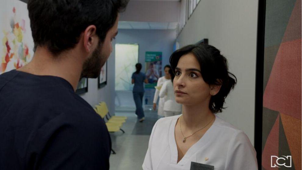 María Clara le deja las cosas claras a Carlos