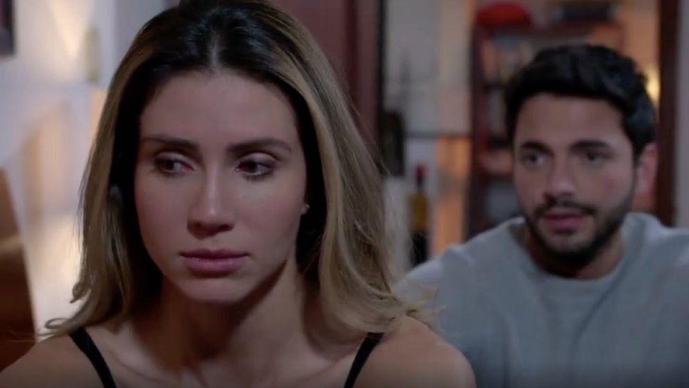 Carlos se sincera con Andrea y le cuenta lo ocurrido con María Clara