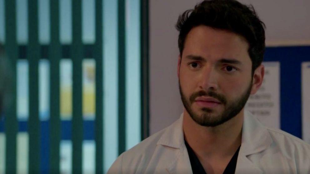 Carlos le hace una amorosa revelación a María Clara