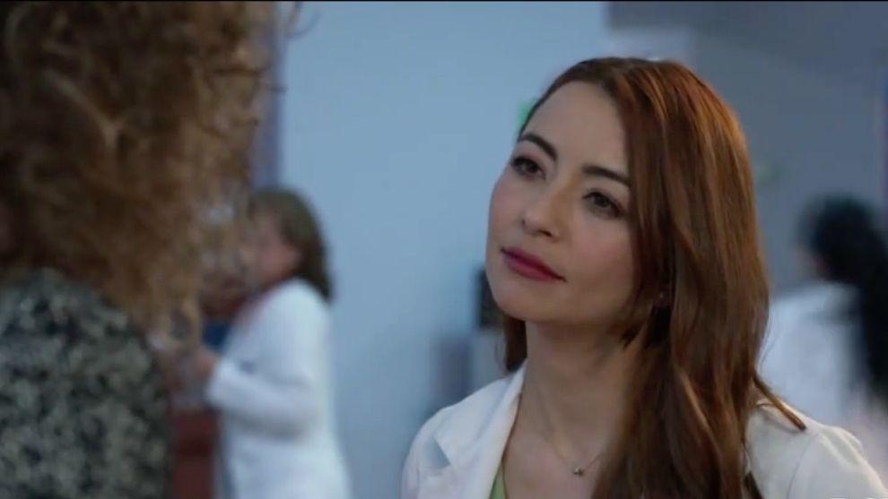 Victoria le pide a Helena aliarse en contra de María Clara
