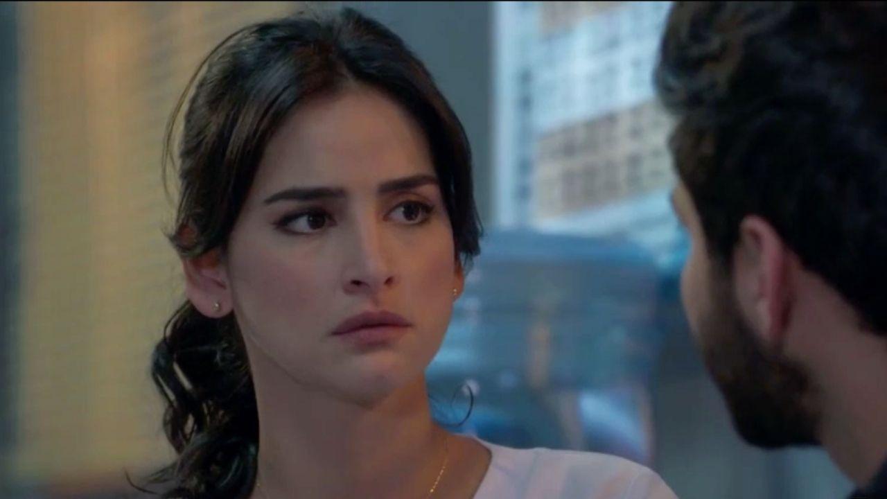 Carlos deja sin palabras a María Clara tras hacerle una propuesta