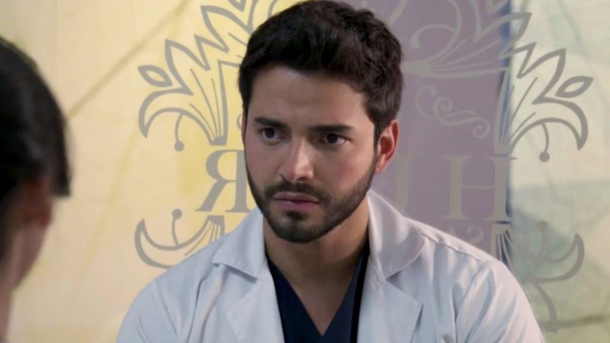 Carlos queda preocupado luego de que Helena le hiciera una confesión