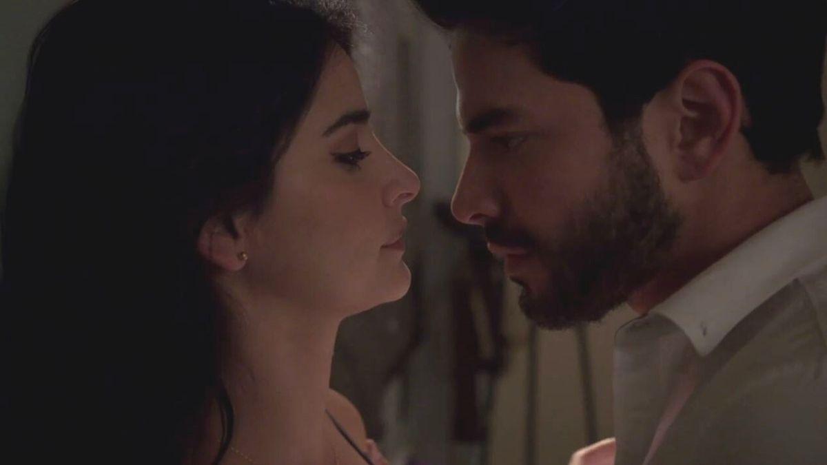 María Clara y Carlos se dan otra oportunidad y viven un apasionado momento