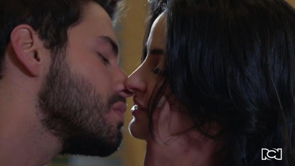 María Clara y Carlos se reconcilian y viven un momento muy especial