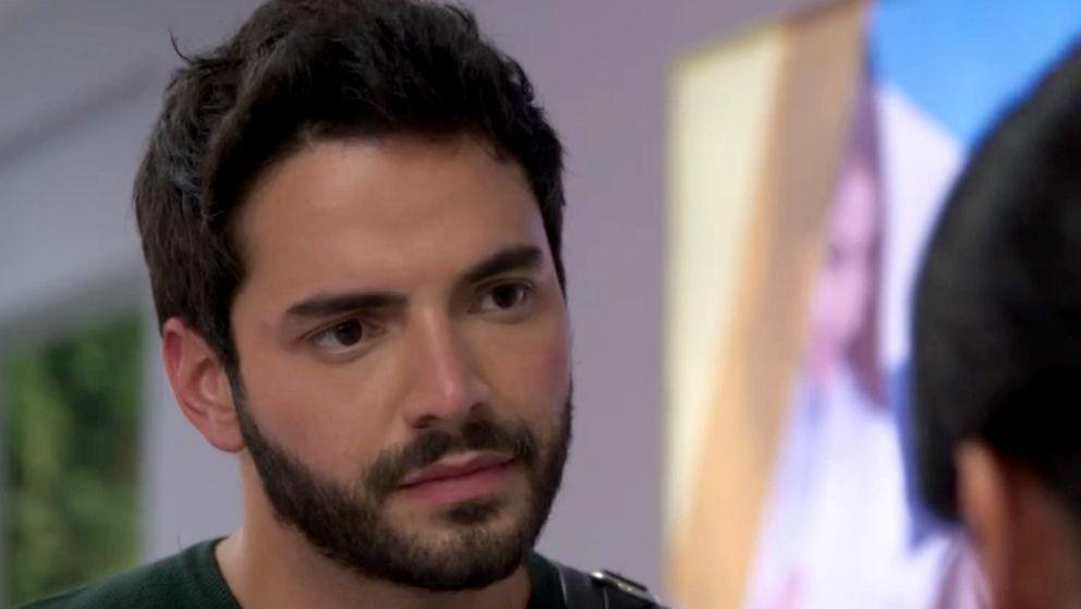Carlos se entera de la relación de María Clara y Garnica