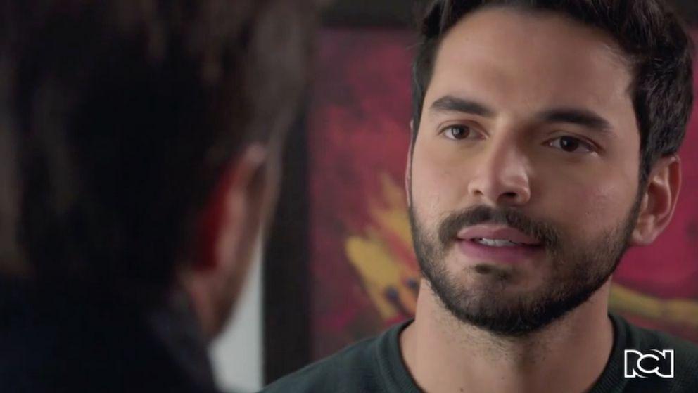 Carlos sorprende a Garnica con una revelación