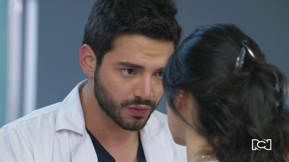 Enfermeras | Capítulo 57 | Carlos intenta convencer a María Clara