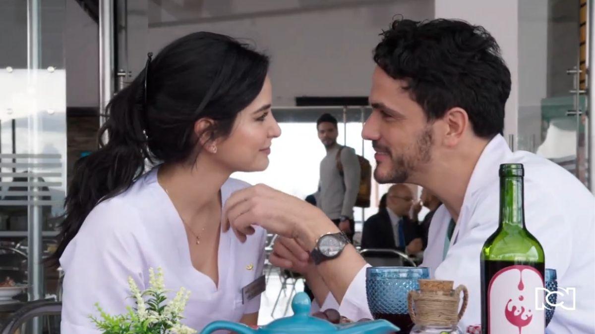 Especial 28 de diciembre | Carlos ve a Ernesto besando a María Clara