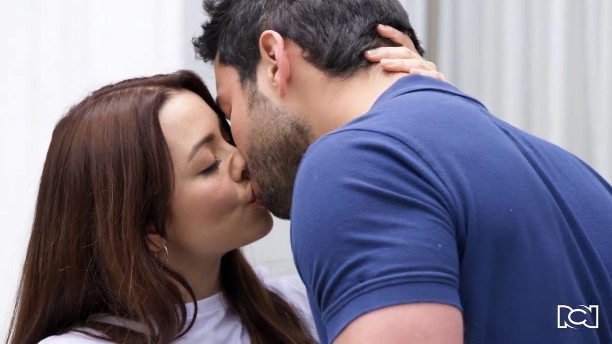 Especial 5 de enero | Helena y Carlos se besan