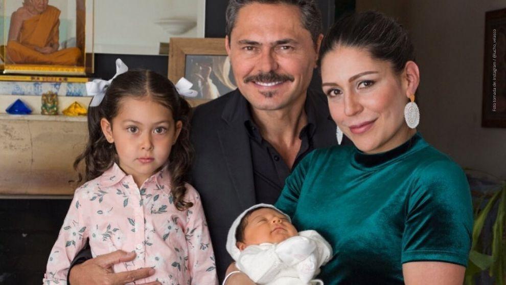 Lucho Velasco junto a su esposa e hijas.