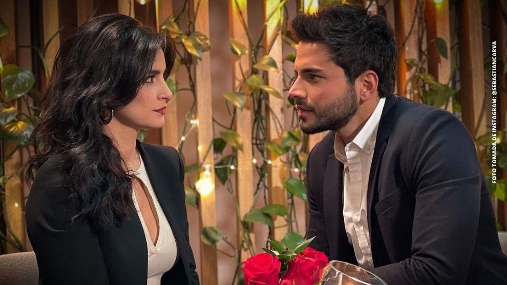 Carlos le hace una emotiva y romántica propuesta a María Clara ¡Revive la escena!