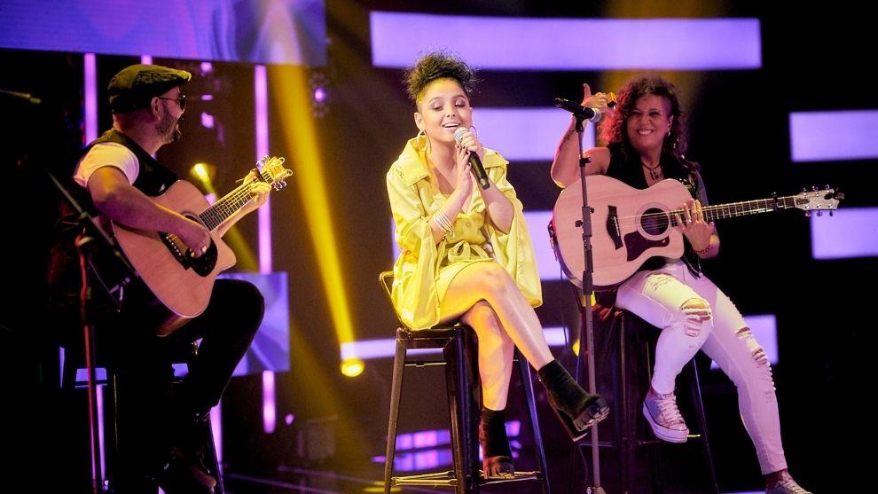 Al ritmo de vallenato, Laura Cardona se lució con Rosana en la guitarra